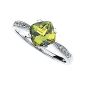 genuine princess cut peridot ring with round diamonds on both sides in real gold